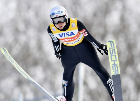 Maren Lundby ble første norske kvinne til å vinne verdenscupen i hopp sammenlagt.
