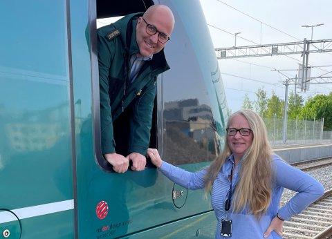 Vivian Arnesen er ny daglig leder for lokfører Lars Johan Fossvold og de andre om lag 90 ansatte på Gjøvikbanen.