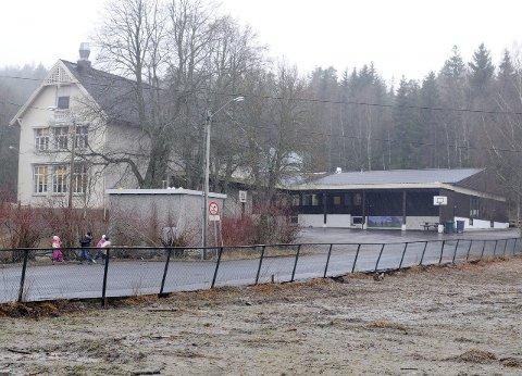 STÅR TOM:  Iddevang skole har stått tom siden sommeren 2014 og er en av seks bygninger i Østfold Fylkesmannen har registrert som mulig innkvarteringssted for flyktninger.