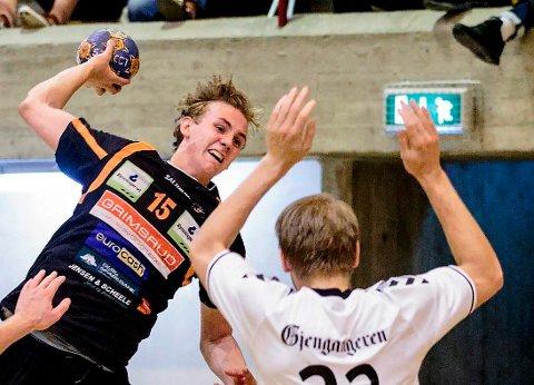 TIL VM: Kristian Stranden, bakspiller og forsvarskjempe i HTH, er kvitt albueskaden og skal spille junior-VM for Norge.