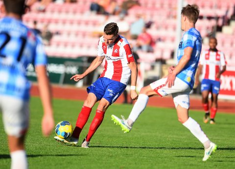 TRAFF BLINK: Et vakkert langskudd fra Deni Hasanagic ga 2-1 i kampen som Kvik Halden til slutt vant 3-2.