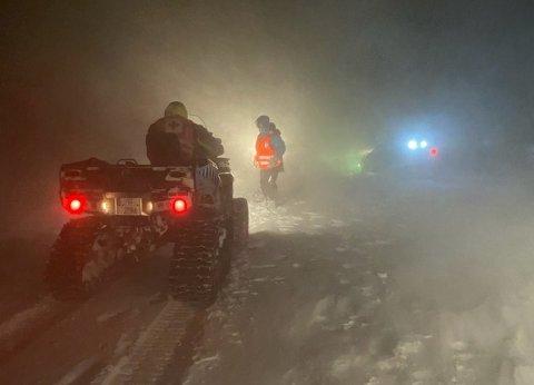 Det var et krevende vær mannskapene bega seg ut i da alarmen gikk og det ble iverksatt redningsaksjon på Hardangervidda onsdag kveld.