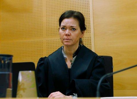 BA OM OPPREISNING:  Barnas bistandsadvokat Elisabeth Rød ba på vegne av deres setteverge om oppreisning etter rettens skjønn for hvert av de to barna. De fikk 20.000 kroner hver.