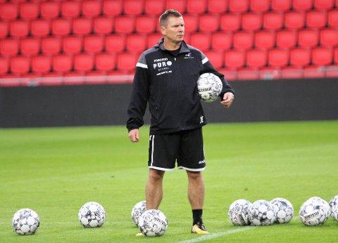 HAR TROA: FKH-trener Jostein Grindhaug har tro på at FKH kan sjokkere fotball-Europa med å slå PSV torsdag kveld.