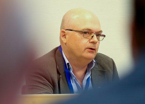 ADMINISTRERER KØ: Rådmann Erlend Eriksen og Vefsn kommune opplever pågang av aktører som vil etablere seg i Vefsn. Det siste er at en stor aktør innenfor hydrogen ønsker tomt i kommunen.