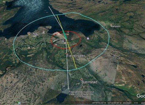 DREINING: Gul linje er forlengelse av senterlinje på ny rullebane (grønn linje). Hvit linje er 10 grader dreining fra senterlinje med innflyvning fra Tverrelvdalen og 5 grader dreining fra senterlinje ut over sjøen. Rød sirkel er 2 km fra terskel og grønn sirkel er 6 km fra rullebanens østligste punkt.