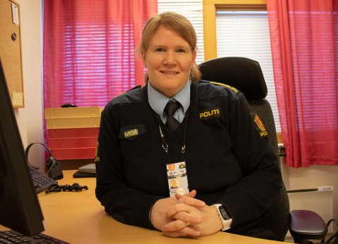 HAR KONTROLL: Regionlensmann Siri Ulverud og hennes folk vet hvem som knuste ruta i sinne, etter at han var uønsket på en 17.-maifest i Lakselv.