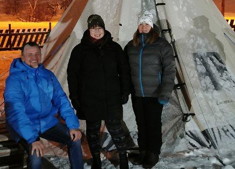 NYE EIERE: Geir Are Andersen, Laila Kristina Krokmo  og Wenche Andersen fører tradisjonen barnehagen står for, videre.