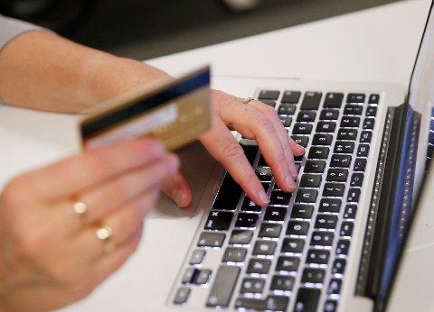 Norges to største banker Nordea og DnB bekrefter at de har kunder som er rammet av den omfattende nettsvindelen med kort. Svindelen øker i omfang. Foto: Erik Johansen / NTB