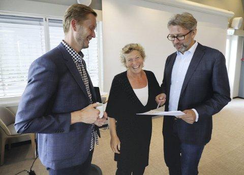 Sentral trio: Næringssjef Arve Vannebo, prosjektleder fra fylkeskommunen Hilde Hansson og prosjektleder Jomar Lygre Langeland fra AS Civitas på fjordhotellet. Foto: Pål Nordby