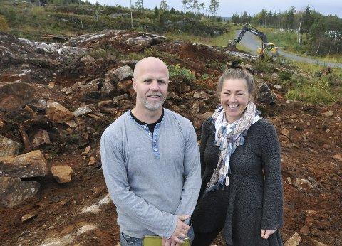 Verksted: Peter Toft og Nina Wessel Toft ser fram til at det 500 kvadratmeter store verkstedet skal stå ferdig på Fikkjebakke.
