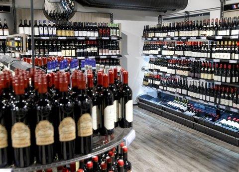 FÅR IKKE SELGE PAPPESKER:  – Så vidt jeg kan se, dreier dette seg om hvorvidt Vinmonopolet skal få lov til å selge en stor pappeske med plass til 24 mindre pappesker. Det dreier seg ikke om alkoholsalg, alkoholreklame eller noe som er flytende eller inneholder alkohol, sier Arild Grande til NTB.