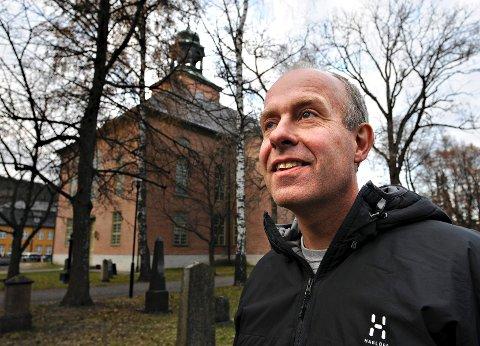 SJEFEN: Prost Roar Tønnesen ser seg om etter ny sogneprest i Nore og Uvdal.