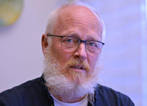 Einar Braaten er kommuneoverlege i Kongsberg. Han sier at det er liten grunn til å frykte spredning fra det muterte viruset som trolig er påvist i nabokommunen.