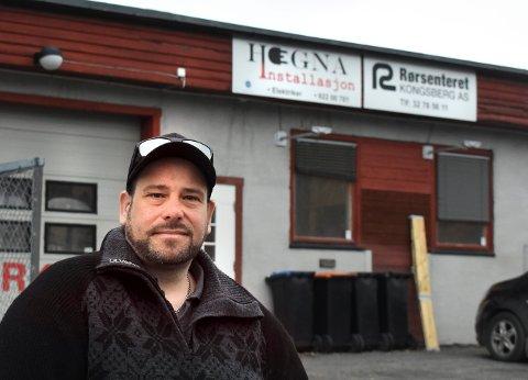 Geir Ove Helgesplass, daglig leder i Rørsenteret Kongsberg, søker nå etter rørleggere og ønsker seg to eller tre til på laget. - Det virker som om det går sin gang i byggebransjen i Kongsberg, tross korona-situasjonen, sier han.