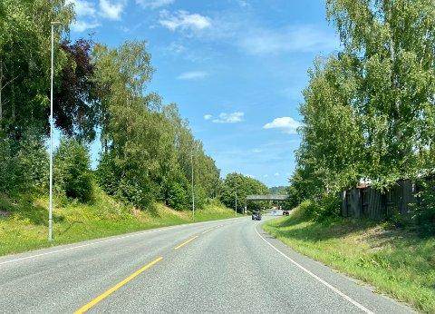 Brems ned: Her kommer det snart et skilt som senker fartgrensa i Ringeriksveien fra 70 km/t til 60 fram mot rundkjøringen.