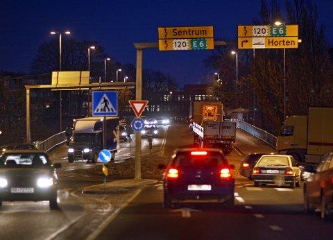 Trafikkaos: Moss sliter med store trafikkproblemer. Ordføreren er glad for at det kommer nå en byutredning. foto: geir hansen