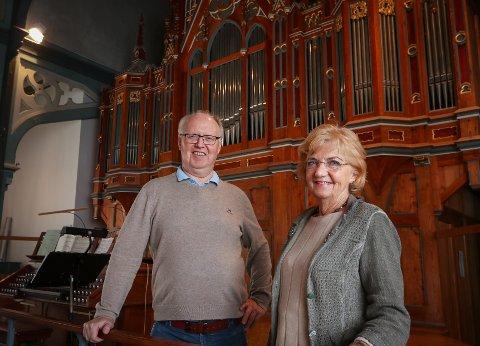 HØYDEPUNKT: Dirigent Kjetil Ertresvåg og Gerd Kristoffersen i Moss kammerkor inviterer til allehelgenskonsert i Moss kirke.