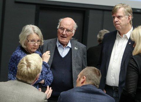 EKSTERN EVALUERING: Jan Otto Syvertsen (H) tok til orde for en ekstern evaluering av Moss kommunes korona-håndtering, her sammen med Gretha Kant (H) og rådmann Hans Reidar Næss
