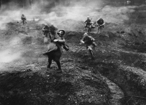 French soldiers on the battlefield, during an offensive action on the French fortress town of Verdun. A still from the 1928 film 'Verdun, Visions dHistoire', by Leon Poirier.  (Photo by Hulton Archive/Getty Images)