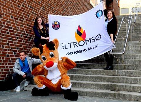 Ved Universitetet i Tromsø er man svært fornøyde med å ha fått tildelt Studentlekene i 2018. Bak Elisabeth Kristensen (leder) og Lisell Bang. Foran Tommy Blomstrand og Nikolai Figenschau som reinmaskoten Boazu.
