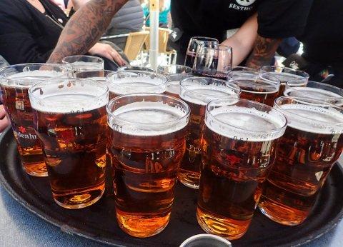 Sånn er vi vant til å få ølen servert. Nå lanserer danskene en egen øl-is.