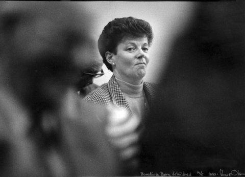 SJELDENT BILDE: Benedicte Berg Schilbred lar seg ikke avbilde så ofte. Her er hun fotografert under et offentlig møte.