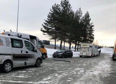 STORKONTROLL: Over 100 biler ble stoppet på Mjøsbrua idag. Åtte av dem fikk kjøreforbud.