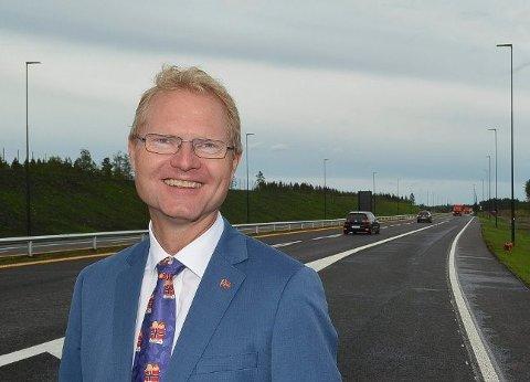 SKIFFET: – Det er skuffende at regjeringen har sittet helt stille og sett på at denne prosessen har sporet av, sier stortingsrepresentant Tor André Johnsen (FrP) om sykehussaken.