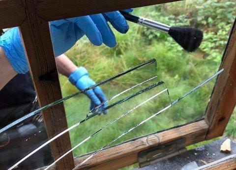 KNUST: Follo-mannen knuste som regel vindu for å ta seg inn i de avlåste hyttene.