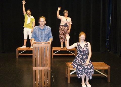 Enkelt: Scenen er enkel og gir publikum en opplevelse tett på skuespillerne.foto: per Albrigtsen