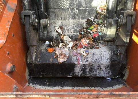 UDELIKAT: Søppelbilene var ikke rengjort da Larvik kommune kom på befaring 14. september.