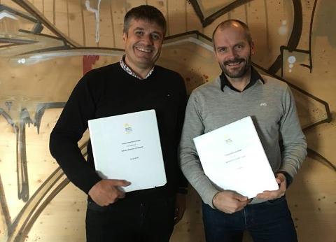 UNDERSKREV KONTRAKT: Aino Werp i Control AS og Kjetil Dyreng for Søndre Elverum Idrettshall har underskrevet entreprisekontrakt.