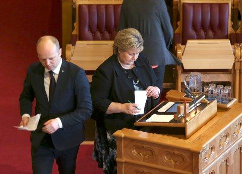 Statsminister Erna Solberg (H) er ikke interessert i å flørte med andre enn de tre partiene hun regjerer sammen med. Bakteppet for uttalelsen er Frp-leder Siv Jensens oppfordring til høytflyvende Senterpartiet om å skifte side.