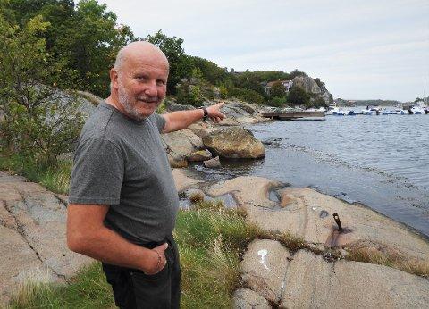 FOR ALLE: - Dette bør kunne bli et kjempeflott friområde, mener Alf-Reidar Fjeld. Han vil gjerne overdra en 1,7 mål stor strandeiendom til kommunen, mot å få lov til å bebygge en annen eiendom.