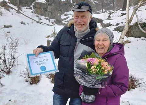 Else og Leif Eriksen ble lørdag tildelt Sandøyaprisen 2020 av Sandøya vel. Prisen består av en blomsterbukett, et diplom og 5000 kroner i pengegave.