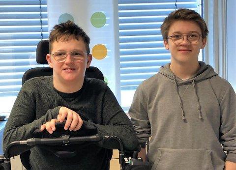 """BESTE INNOVATIVE PRODUKT: Daniel Alme og Sondre Kopperud står bak elevbedrift Isofix EB. De vant kategorien """"beste innovative produkt"""" for sitt produkt, som har som formål å sikre barn som fraktes med ambulanse."""