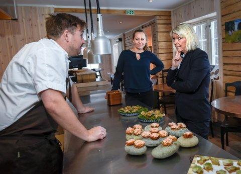 Statsråd Monica Mæland besøkte Til Elise, fra Marius i Utskarpen og møtte gründerne Elise Bratteng Rønning og Marius Martinsen samt Heymat med Thoralf Lian.
