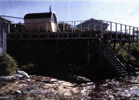 ULOVLIG: Markus Haake ser få muligheter til å få godkjent byggeverket han har oppført i tilknytning til sitt hjem på Sommarøy. Nå er han forberedt på å måtte rive alt.