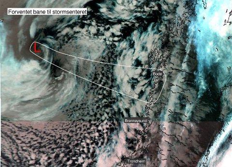 Stormsenteret som kommer inn mot kysten fredag. Foto: Meterorologisk institutt