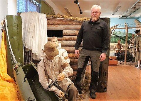 FÅR SKRYT: Harald Sunde og ildsjelene bak det krigshistoriske formidlingssenteret på Garveriet i Moelv.