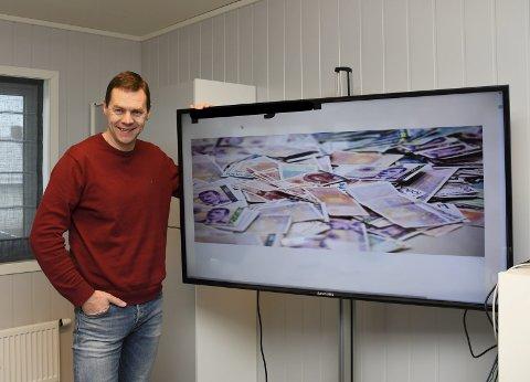 Deler ut penger: Redaktør i Ringsaker Blad, Gaute Freng, får muligheten til å dele ut 300.000 kroner til lokale tiltak.