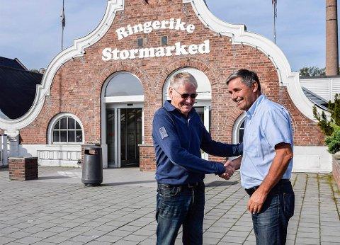 Haakon Tronrud kjøper Ringerike Stormarked av Oddvar Røysi.