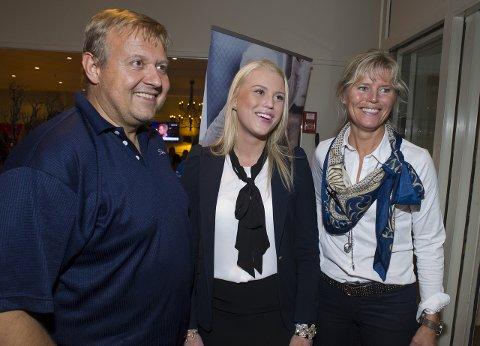 Tom Erik Rozmara Frydenlund følte at han var et ansikt utad for Jevnaker Høyre på Facebook og Twitter. Når partiet gjorde noe annet enn det lovte i partiprogrammet, valgte han å ta konsekvensen av det. Her feirer han valgseier sammen med Johanne Fremgaard og Anne Grethe Fremgaard i 2013.