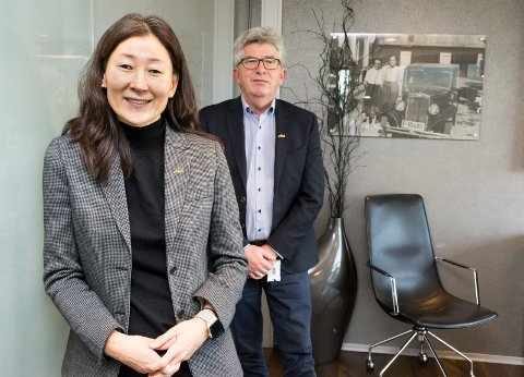 FORTSATT VEKST: – Strategien om å holde seg i dagligvaremarkedet har stått seg godt i disse spesielle tidene, sier finansdirektør Jane K. Gravbråten og daglig leder Paal E. Haakensen i AKA.