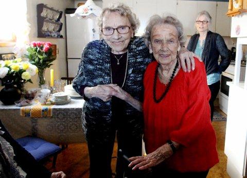 STORE LIKHETER: Edel Paulsrud (96) er Thoras søster. Nå kommer hun for å feire den åtte år eldre søsteren.