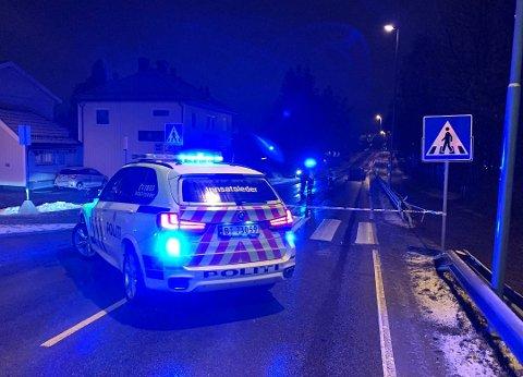 TIL SYKEHUS: Den 14 år gamle jenta ble fraktet til sykehus etter ulykken. Foto: Vidar Sandnes