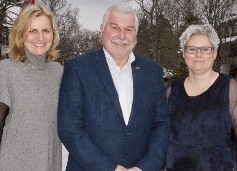Presisering: Plassering av administrasjonen er ikke det samme som plassering av utøvende tjenester til innbyggerne, presiserer fellesnemdas medlemmer, her ved Monica Vee Bratlie, Ivar Granum og Heidi Sorknes.