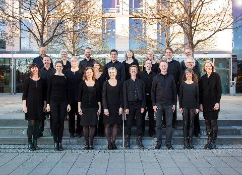 RØYKEDEBUT: Asker kammerkor debuterer med ny dirigent i Røykenkirke søndag kveld klokka 19.