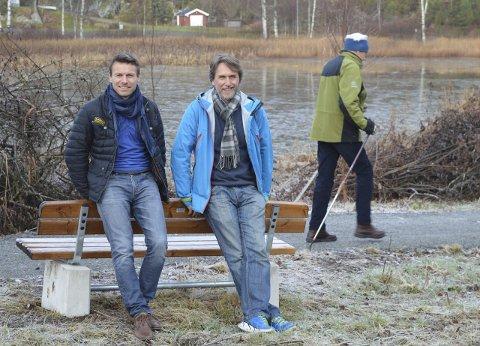 Stisvannprosjektet: Per Brathaug (t.v.) og Rune Myhre Jonassen i nærmiljøutvalget har allerede kommet langt med gangveien. I bakgrunnen én av brukerne, Stener Speilberg. Foto: Jan Roaldset
